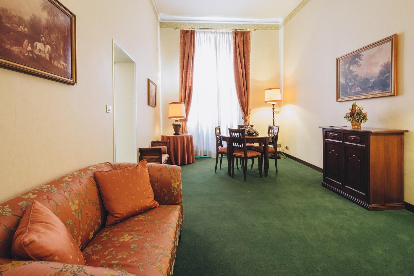 dettaglio-salotto-hotel-roma-bologna