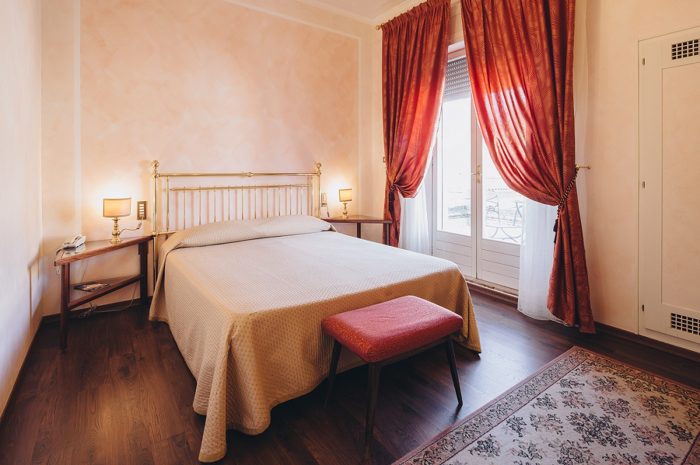 double-bed-hotel-roma-bologna